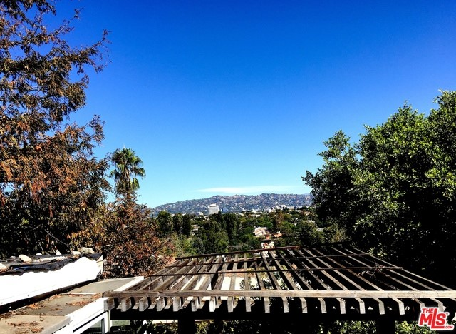 2705 KRIM Drive, Los Angeles CA 90064