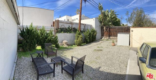 1327 S Rimpau Boulevard, Los Angeles CA: http://media.crmls.org/mediaz/0852876C-60DD-4862-B518-B50B0E834CB2.jpg