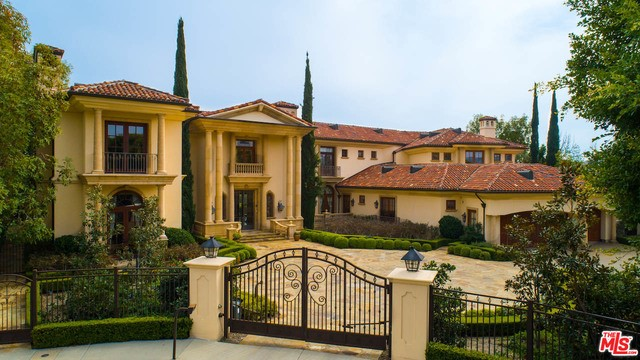 2374 EARLS Court, Los Angeles CA: http://media.crmls.org/mediaz/0885B38E-FDDB-44FB-81D6-A01AFAB878FB.jpg