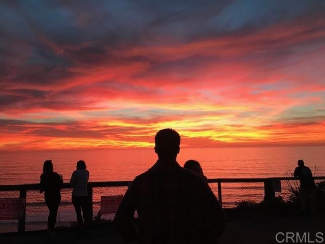 1624 N Coast Hwy 101, Encinitas CA: http://media.crmls.org/mediaz/08CD5C2C-2389-4C40-AA23-630972BF76DE.jpg