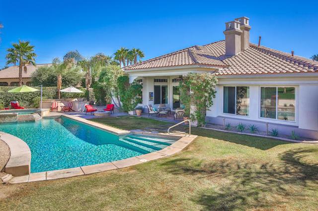 81410 Golf View Drive, La Quinta CA: http://media.crmls.org/mediaz/090A386D-6743-4068-A212-EF6537C9C302.jpg