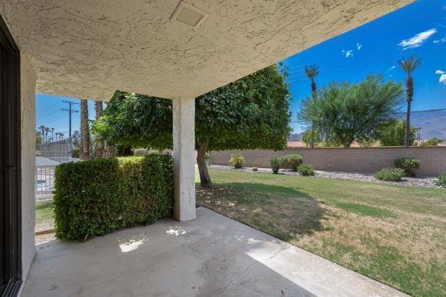 78181 Lago Drive, La Quinta CA: http://media.crmls.org/mediaz/093EEB7F-FD15-4942-99C0-DC5BD0889E82.jpg