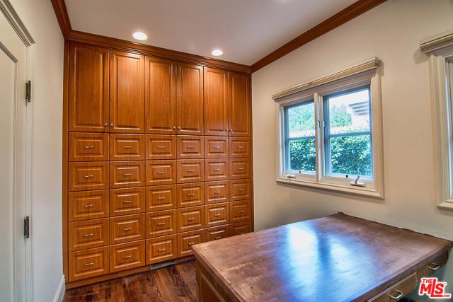 175 N MCCADDEN Place, Los Angeles CA: http://media.crmls.org/mediaz/0951F4A5-6AD9-4C5D-882A-04650D470EA0.jpg