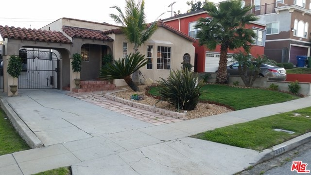 Single Family Home for Sale at 4124 59th Place W Los Angeles, California 90043 United States