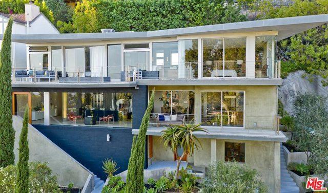 7831 Hillside Avenue, Los Angeles CA: http://media.crmls.org/mediaz/0A28DF47-A90F-4F84-9E7F-D140F50499B4.jpg