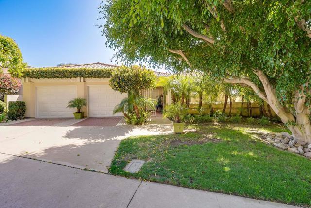 2781 Caminito Merion, La Jolla CA: http://media.crmls.org/mediaz/0A3216E0-B005-475F-85FB-F8A56A60112B.jpg