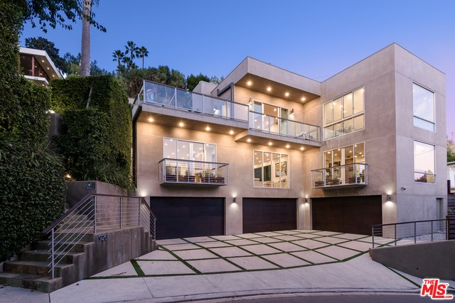 9261 WARBLER Wy, Los Angeles, CA, 90069