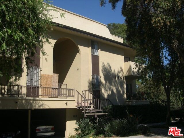 Condominium for Rent at 10961 Rose Avenue Los Angeles, California 90034 United States