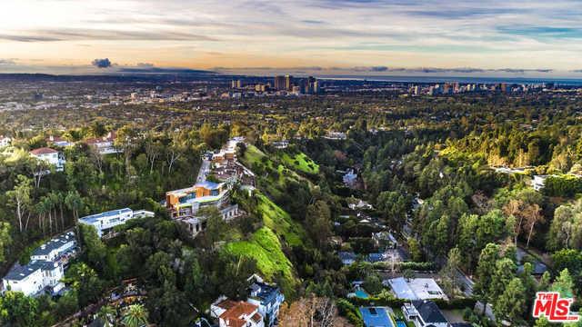 9482 LLOYDCREST Drive  Beverly Hills CA 90210