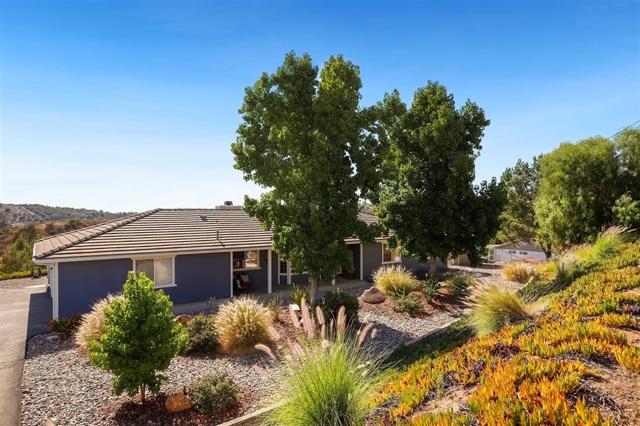 31157 Lilac Rd, Valley Center CA: http://media.crmls.org/mediaz/0AA9F72E-F663-4AC6-9D0D-106C7A033C72.jpg