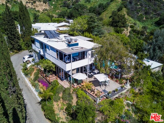 Single Family Home for Sale at 10225 Scenario Lane Los Angeles, California 90077 United States