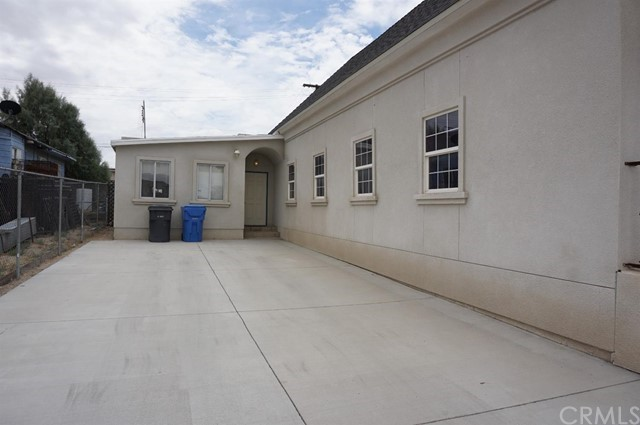 300 Hutchison Street, Barstow CA: http://media.crmls.org/mediaz/0B329C60-B689-4C3A-8C24-05E2B78B1133.jpg