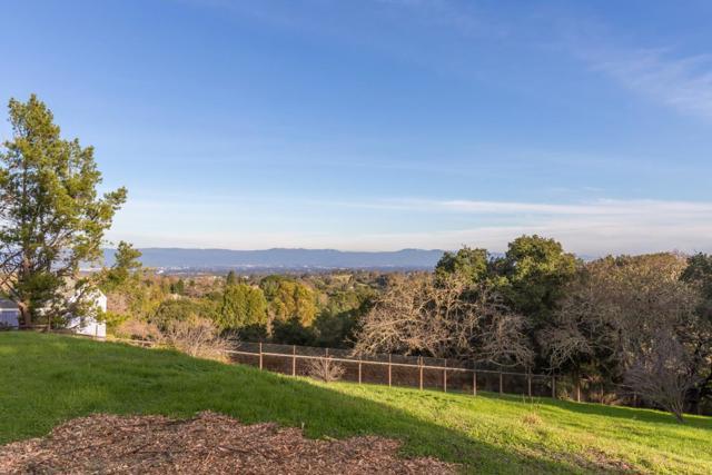 27474 Sunrise Farm Road, Los Altos Hills CA: http://media.crmls.org/mediaz/0B7100B3-8E7B-40DA-AC83-A6E3304B912A.jpg