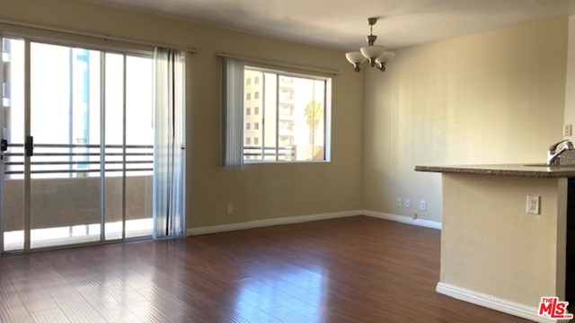 701 S Kingsley Drive, Los Angeles CA: http://media.crmls.org/mediaz/0B750815-D582-4E5E-9696-34BFD51240AB.jpg