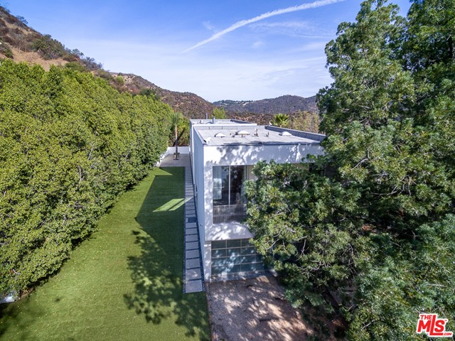 1704 STONE CANYON Road, Los Angeles CA: http://media.crmls.org/mediaz/0B908C69-177A-4350-A90F-CE17AC600540.jpg
