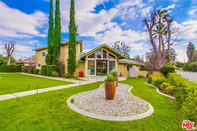 Single Family Home for Sale at 3210 Lombardy Road Pasadena, California 91107 United States