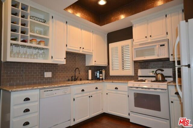 8701 FALMOUTH Avenue 102 Playa del Rey, CA 90293 is listed for sale as MLS Listing 16163784