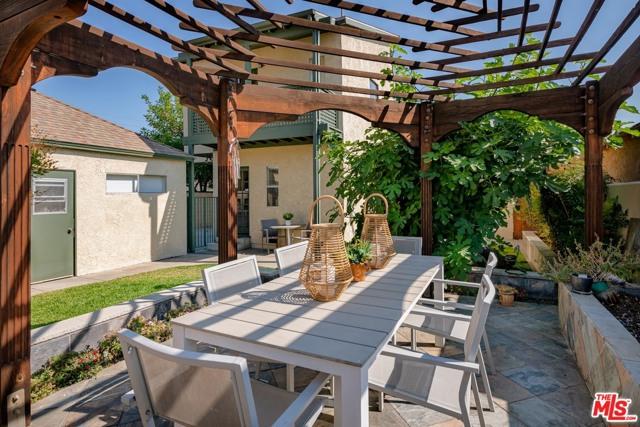 813 Patterson Avenue, Glendale CA: http://media.crmls.org/mediaz/0C831745-EA44-4EAF-A0D0-C32FFB75E288.jpg