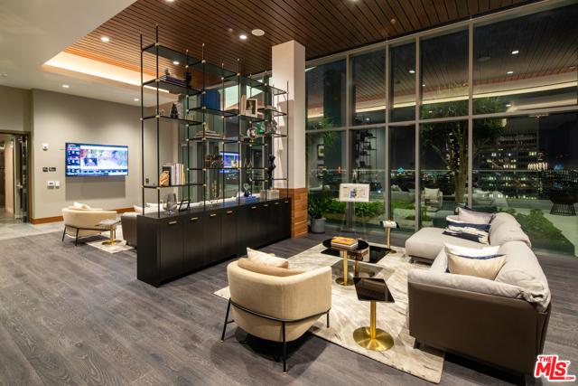 427 W 5th Street, Los Angeles CA: http://media.crmls.org/mediaz/0CD084F3-83FD-4435-81CD-E97B72C32596.jpg