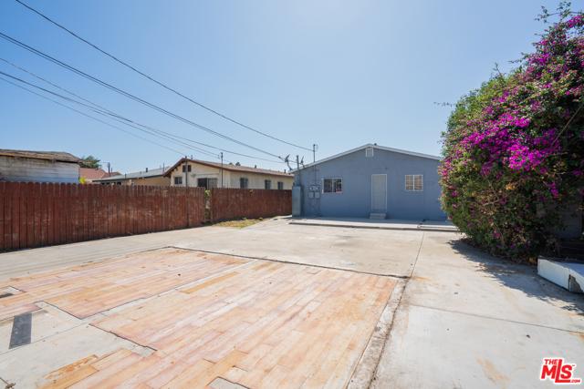 3688 4Th Avenue, Los Angeles CA: http://media.crmls.org/mediaz/0D729A45-3D99-4D33-A98A-8833150D5B2A.jpg