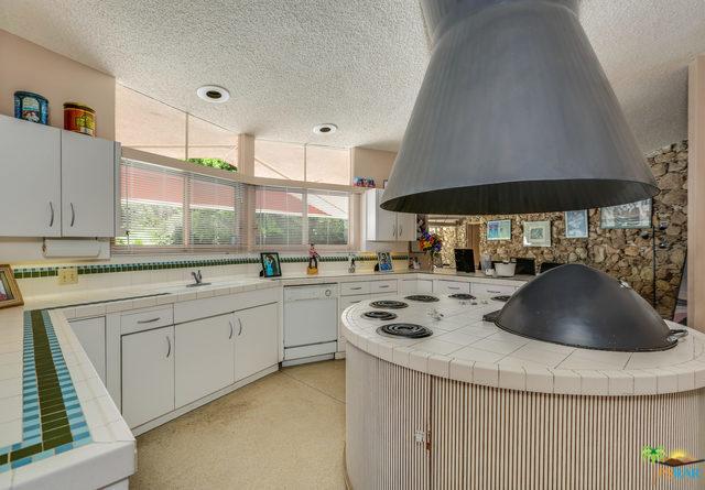 1350 Ladera Circle, Palm Springs CA: http://media.crmls.org/mediaz/0D81E4F1-2C37-40E3-9CDC-16A6FA38FDDE.jpg