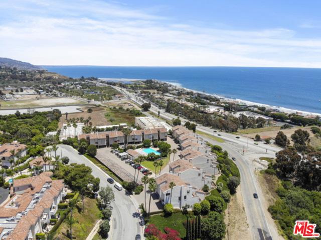 23926 De Ville Way, Malibu CA: http://media.crmls.org/mediaz/0D9925AB-5306-423B-80B3-ACD13C901E4B.jpg