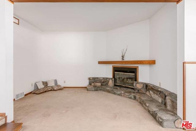6078 Spruce Street, Wrightwood CA: http://media.crmls.org/mediaz/0DA08893-4FDE-4801-A310-C6CEA1F493A5.jpg