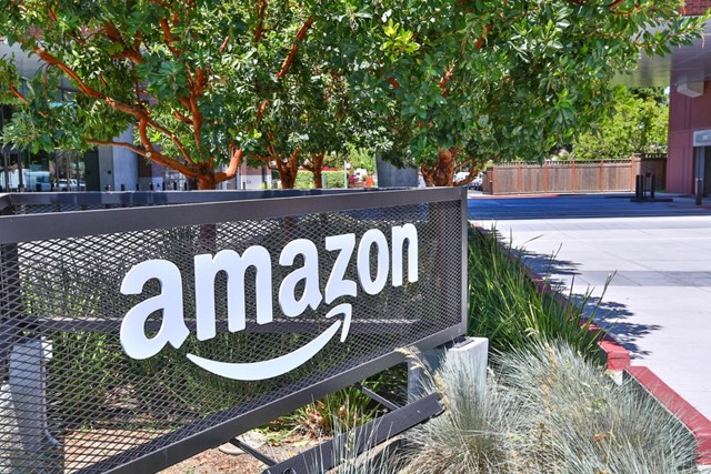 2330 University Avenue, East Palo Alto CA: http://media.crmls.org/mediaz/0DDDC1F1-82E2-47C9-ACB6-7B2D6CE6FAB1.jpg