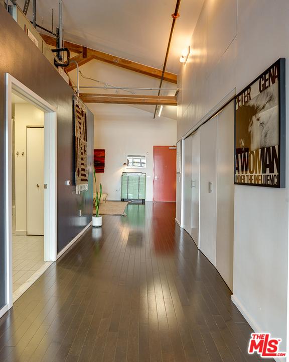 530 S Hewitt Street, Los Angeles CA: http://media.crmls.org/mediaz/0E133758-52AA-43A7-A18F-656073206BB8.jpg
