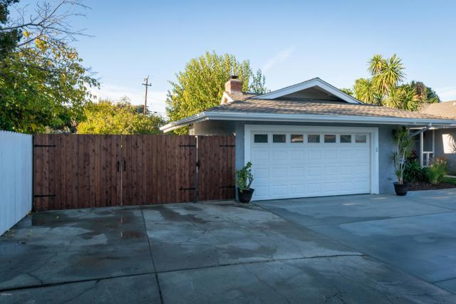 1089 Waverly Heights Drive, Thousand Oaks CA: http://media.crmls.org/mediaz/0E512224-AE88-4CB7-95D5-2489D0D7FDFC.jpg