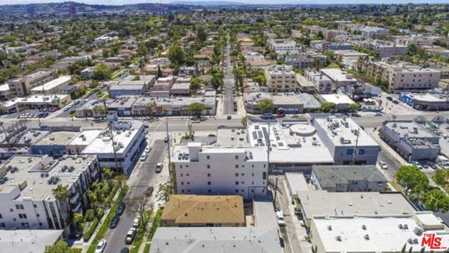 1143 Glenville Drive, Los Angeles CA: http://media.crmls.org/mediaz/0E5AEBD3-7DCE-4D67-B27E-6A13CC513993.jpg