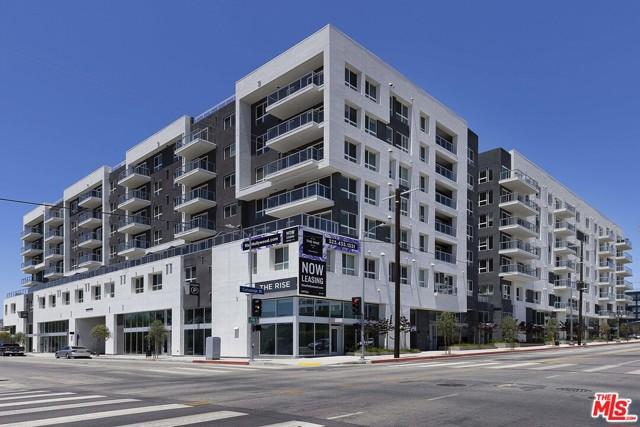 1331 N Cahuenga Boulevard, Los Angeles CA: http://media.crmls.org/mediaz/0E757896-18FF-454B-83BB-B0B2DA278F44.jpg