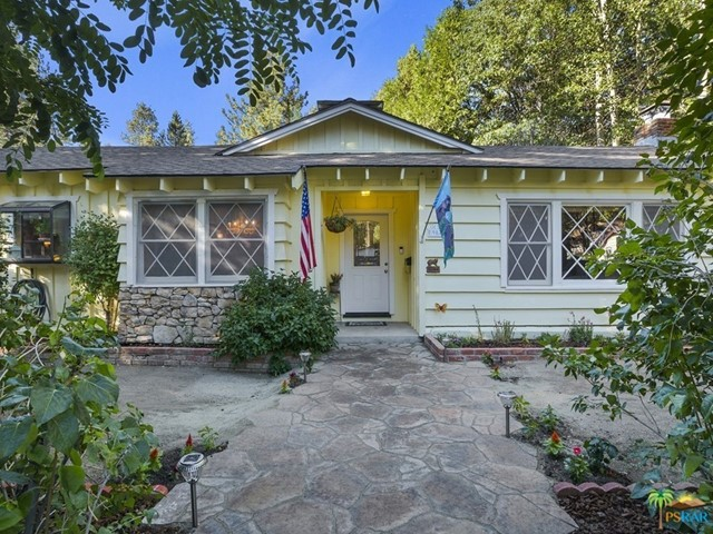 Photo of home for sale at 987 CAMERON Drive, Big Bear CA