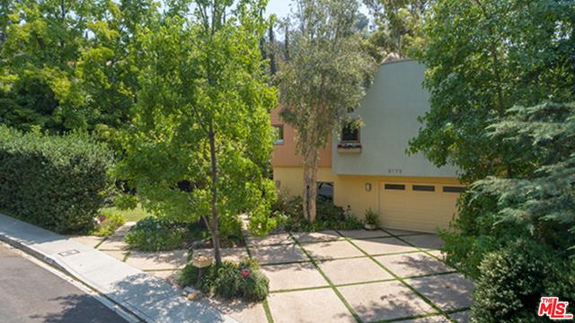 9772 BLANTYRE Drive, Beverly Hills CA: http://media.crmls.org/mediaz/0EEF87F4-F5CD-494F-BB0E-293681EA6144.jpg