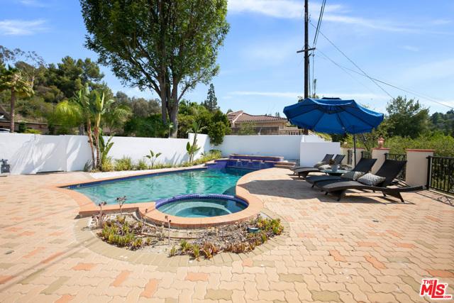 4311 Coquette Place, Tarzana CA: http://media.crmls.org/mediaz/0F8F60E9-65D7-4CC5-82E7-A1CDD869F4D7.jpg