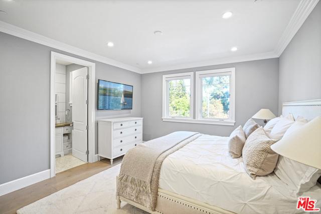 4053 Laurelgrove Avenue, Studio City CA: http://media.crmls.org/mediaz/0FC00505-E8A3-46FB-800B-C06CFCB66F0A.jpg
