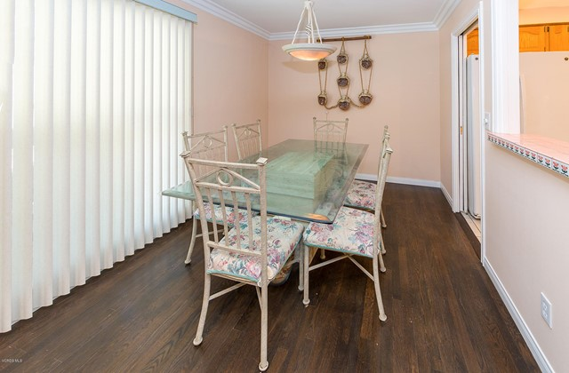 23127 Victory Boulevard, West Hills CA: http://media.crmls.org/mediaz/0FC1FB4E-EEE6-47D7-80E7-2E7A22AB9F7E.jpg