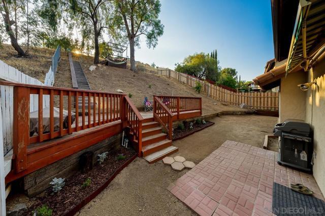 1443 Timber Gln, Escondido CA: http://media.crmls.org/mediaz/0bc31553-391b-41c7-b6fd-8333608b7a50.jpg