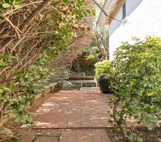 10620 Villa Bonita, Spring Valley CA: http://media.crmls.org/mediaz/0fb4c8fa-2bab-42ef-a76e-025d2e4ae952.jpg