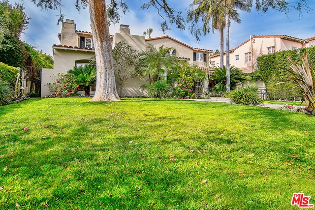 175 N MCCADDEN Place, Los Angeles CA: http://media.crmls.org/mediaz/10A763E1-6539-4A47-B0C2-9580E0F8376E.jpg
