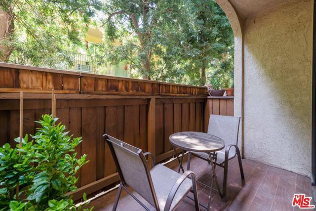 5336 Corteen Place, Valley Village CA: http://media.crmls.org/mediaz/10E4257E-E7F5-41C0-B5FB-7E20D1F651C8.jpg