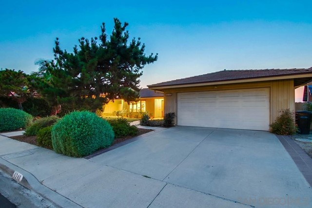 6240 Brynwood Ct, San Diego CA: http://media.crmls.org/mediaz/10f8d138-1a20-43f2-99a2-b6a141257263.jpg
