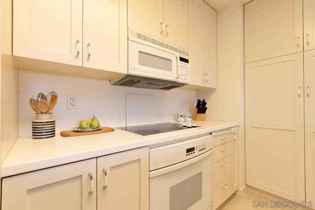 7811 Eads Avenue, La Jolla CA: http://media.crmls.org/mediaz/11053044-B2C0-4213-934A-73C0CF357A34.jpg