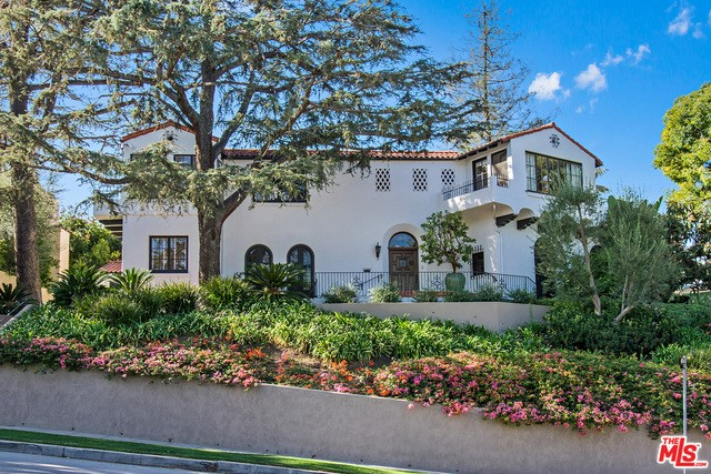Single Family Home for Sale at 2789 Mcconnell Drive Los Angeles, California 90064 United States