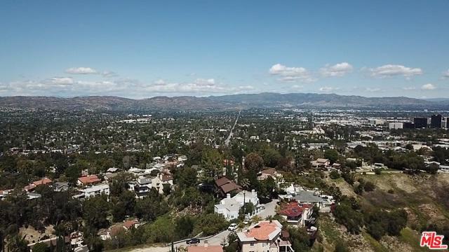 4933 N CERRILLOS Drive, Woodland Hills CA: http://media.crmls.org/mediaz/12202435-9800-4F37-8CDD-AF7B86B87DC2.jpg
