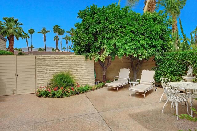 44842 Guadalupe Drive, Indian Wells CA: http://media.crmls.org/mediaz/128E4917-27DC-43E7-BDEA-082C2F96C088.jpg