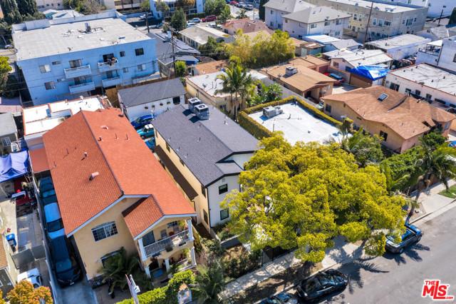 1002 N Ridgewood Place, Los Angeles CA: http://media.crmls.org/mediaz/12EDCBDD-1867-41AC-9E8A-4A6589DEF479.jpg