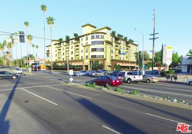 20460 Sherman Way, Winnetka CA: http://media.crmls.org/mediaz/1372478A-DE94-4F25-9888-D4327CDE16FC.jpg