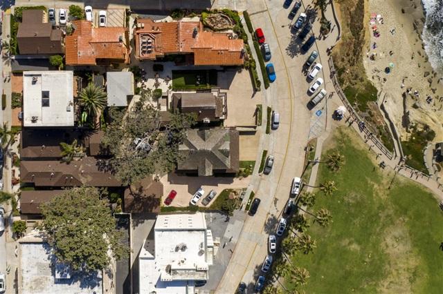 1021 Coast Blvd, La Jolla CA: http://media.crmls.org/mediaz/139E6184-580B-47C8-8C49-D2C6162E2496.jpg