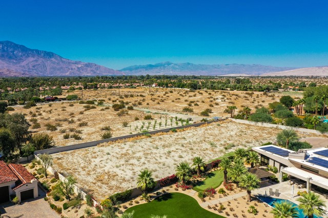 7 Mountain Vista Court, Rancho Mirage CA: http://media.crmls.org/mediaz/13B0532F-22F8-42DF-9F70-FCEF21DF7895.jpg